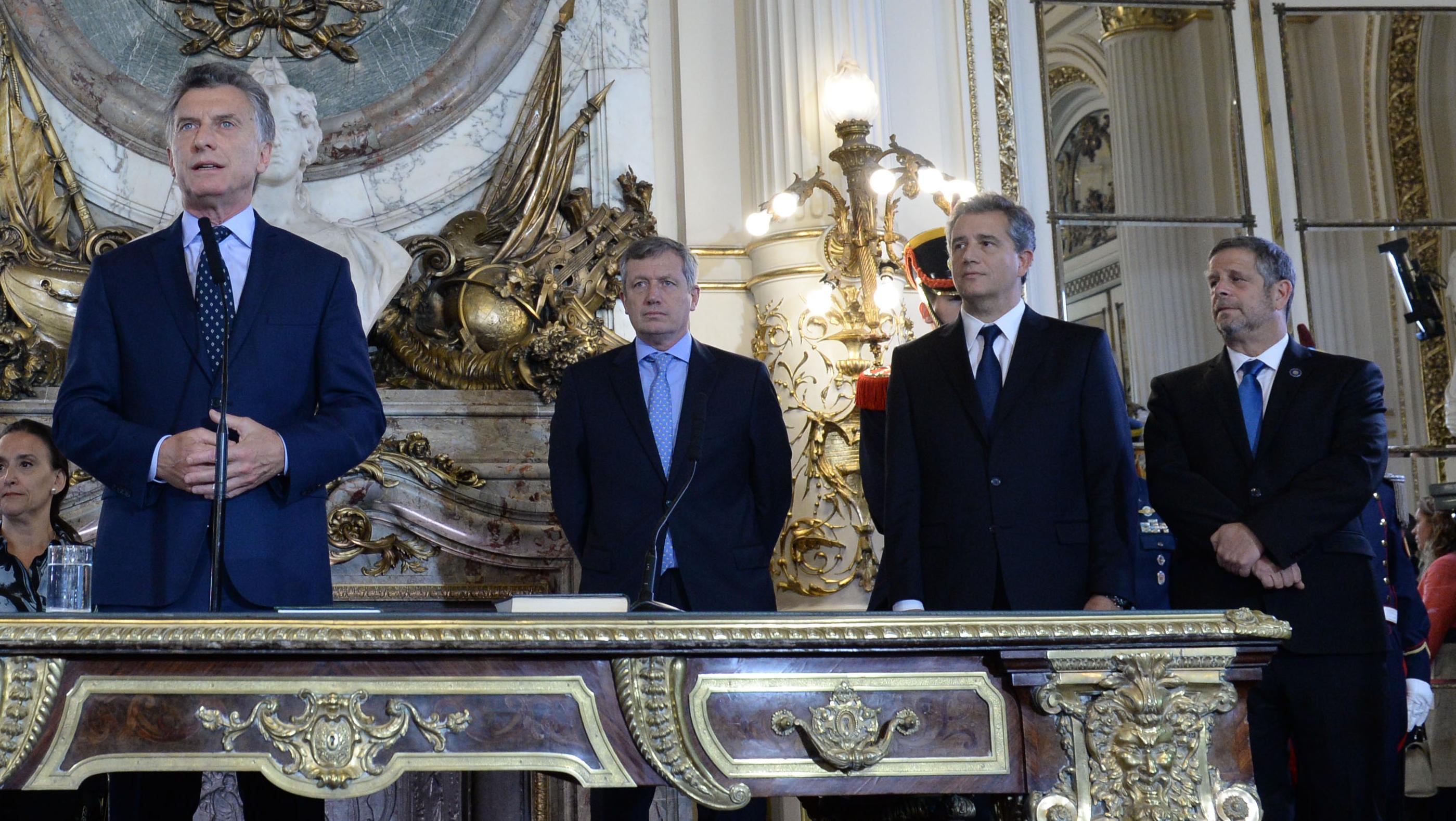 Los nuevos ministros del gobierno nacional gen 107 5 fm for Ministros del gobierno